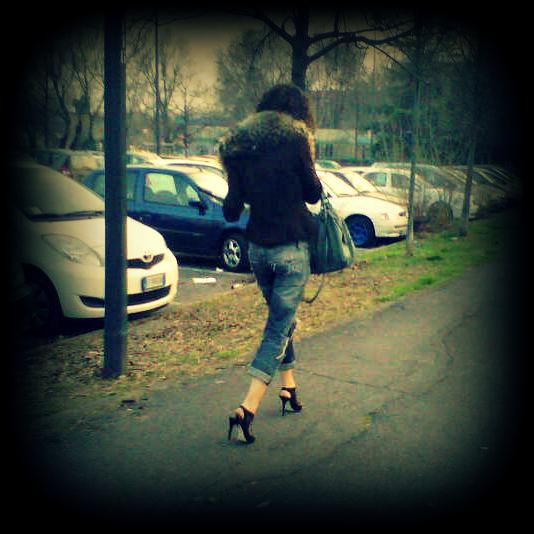 jeans skinny con risvolto, giacca con collo di pelliccia, italy street style, italia street style, milano street style, milano street style