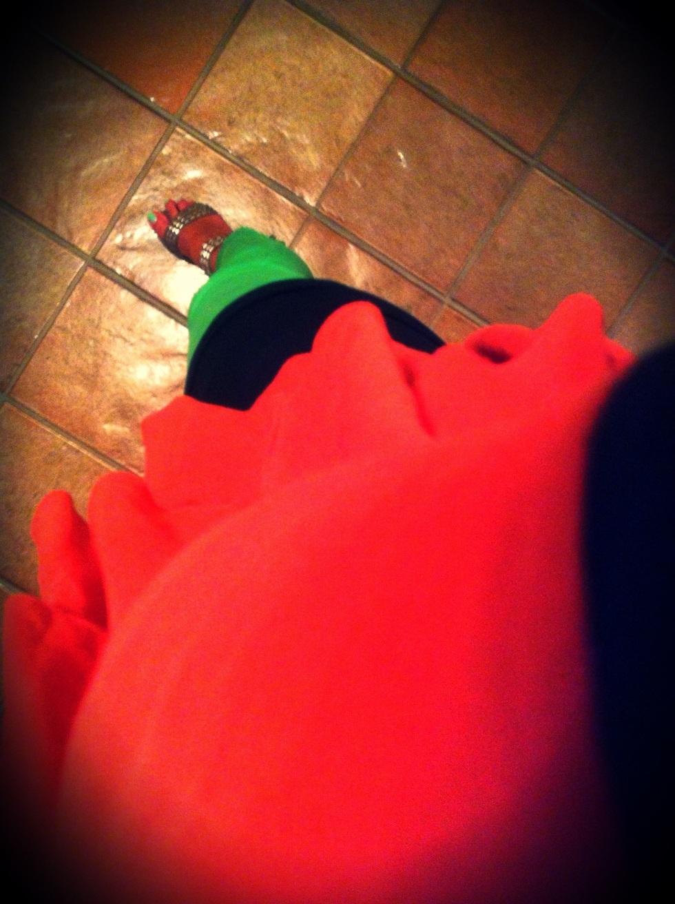 Canotta nera, Manila Grace, Blusa rossa Manila Grace, Pantaloni verdi Zara, Sandali borchiati Ash, Smalto verde tiffany, Debby Colorplay 81, italia street style, sicily street style, sicilia street style, beach style