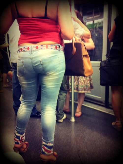 milan street style, milano street style, italia street style, italy street style, cintura bandiera uk, cintura bandiera gran bretagna, jeans con risvolto bandiera uk, jeans con risvolto bandiera gran bretagna