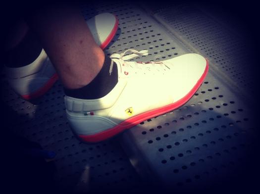milan street style, milano street style, autodromo di monza, sneakers ferrari, scarpe da ginnastica, stringate