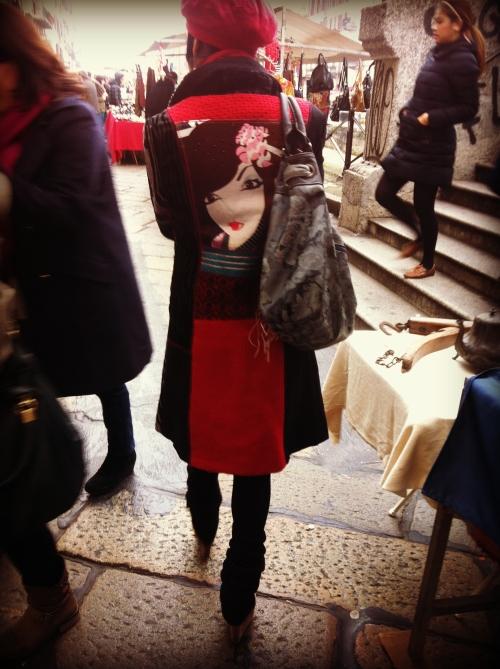 cappotto desigual, desigual, cappotto con volto, cappotto rosso e nero, milan street style, milano street style, street style, italy street style, italian street style, italia street style, cappello rosso, basco rosso, coppola rossa