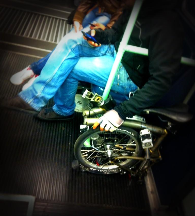bici pieghevole, bicicletta pieghevole, bici in metro bicicletta in metro, bici in metropolitana, bicicletta in metropolitana, bici pieghevole a milano, bicicletta pieghevole a milano, bici pieghevole street style, fashion blog, fashion blogger