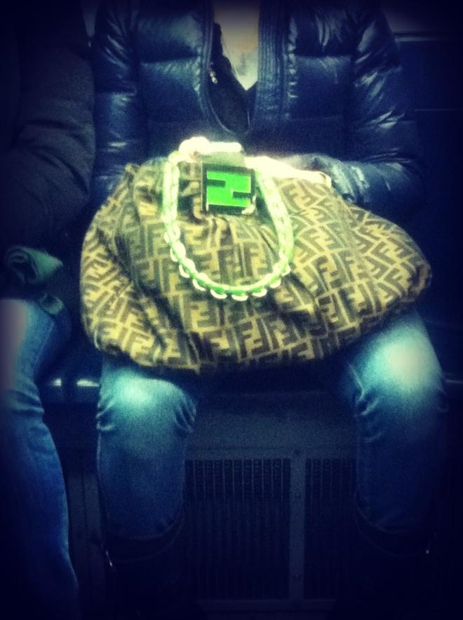 borsa fendi, borsa fendi marrone e verde, borsa fendi in tela, borsa fendi con logo verde, borsa fendi marrone e verde mela, street style, milan street style, milano street style, italy street style, italian street style, italia street style, fashion blogger