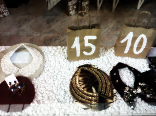 colletto, colletti, colletti con perle, colletti gioiello, colletti con pietre, vetrine milano, shopping milano, via tortona milano, tortona's store, jeweled collars, fashion blog, fashion blogger
