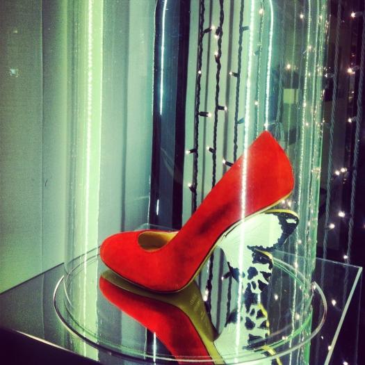 flutterby shoe, flutterby shoes, alberto guardiani, it shoe, it shoes, scrape con tacco a farfalla, butterfly heel, Scarpe décolleté rosse, milan, milano, fashion blog, fashion blogger, alberto guardiani boutique, negozio alberto guardiani milano, Cinderthriller