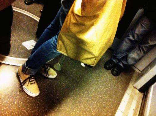 borsa gucci gialla, borsa shopping, borsa shopper, borsa nylon, milan street style, fashion blogger