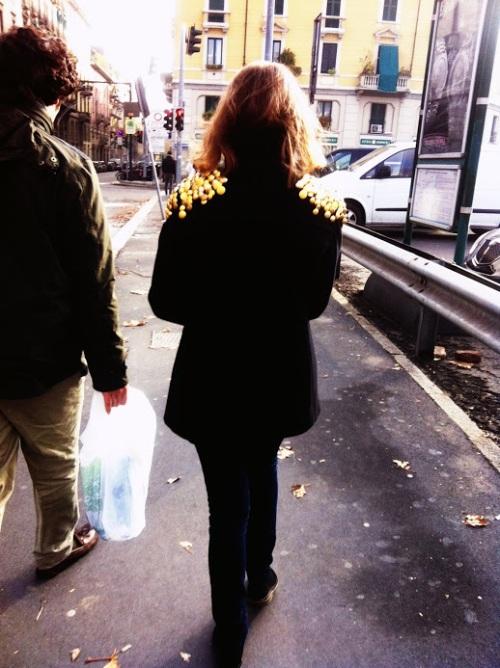 giacca con borchie, giacca con borchie spalle, giacca con applicazioni spalle, applicazioni, borchie spalle, applicazioni spalle, milan street style, milan urban style, milano street style, milano urban style, fashion blog, fashion blogger