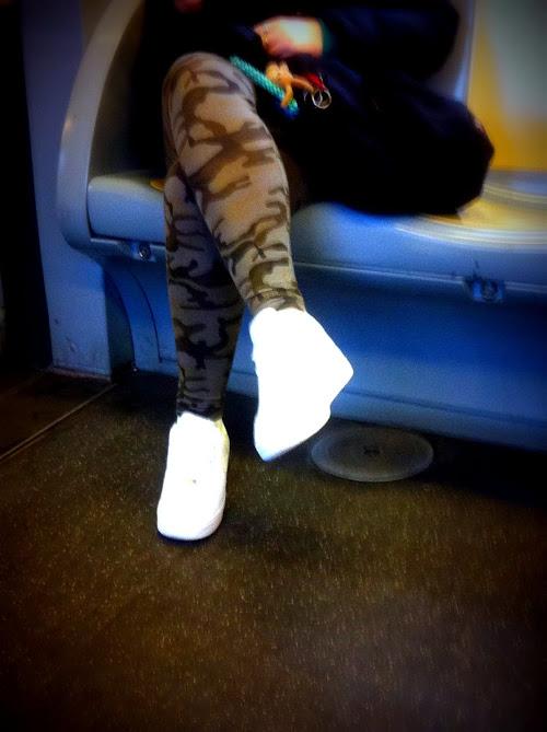 leggins mimetici, leggings mimetici, jeans mimetici, leggings maculati, leggins maculati, jeans maculati, jeans skinny mimetici, jeans skinny maculati, sneakers bianche, stingate bianche, scarpe da ginnastica bianche, milan street style,milano street style, fashion blog, fashion blogger
