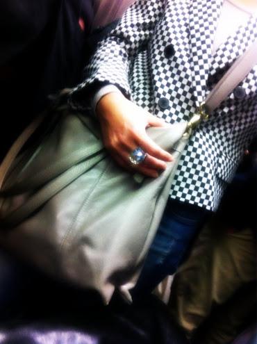 PINO LERARIO, Giacca, giacca a quadri, giacca a scacchi, yoox, fashion blog, fashion blogger, Atelier Swarovski, anello oro bianco e giallo, anello Swarovski, gioielli Swarovski, www.luisaviaroma.com, luisaviaroma, ANDREA INCONTRI Borsa grande in pelle, borsa in pelle martellata, borsa grigia, borsa a tracolla, borsa in pelle grigia, yoox, fashion blog, fashion blogger