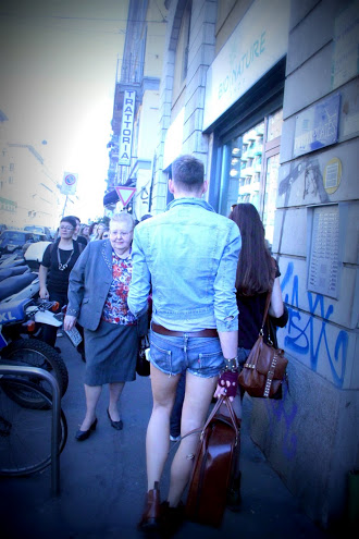 outfit fuorisalone milano, short jeans da uomo, bermuda jeans uomo, pantaloncini jeans uomo, hot pant jeans uomo, milan street style, milano street style