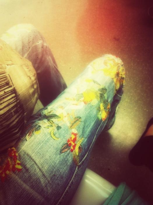 jeans ricamati, jeans inserti, milan street style